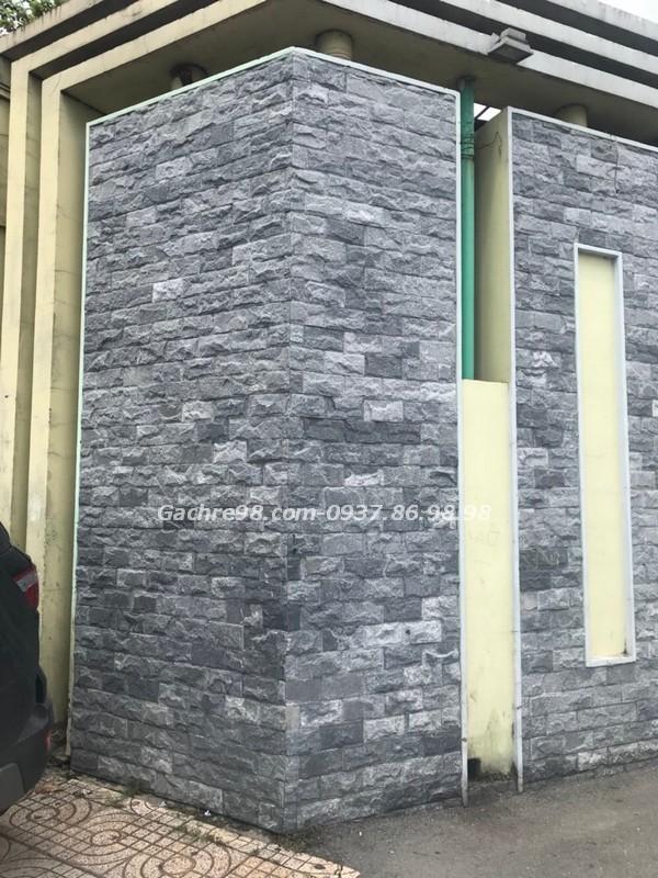 Đá bóc đen ốp tường mặt tiền