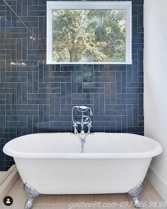 Gạch thẻ ốp tường màu xanh cổ vịt cho không gian bồn tắm